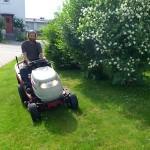 1-Maehen-mit-Traktor