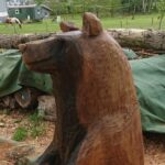 geschnitzter Bär aus Eichenholz