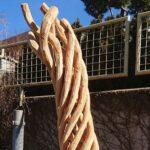 Holzskultpur gedrehter Stamm