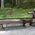Holzbrunnen mit Eichhörnchen