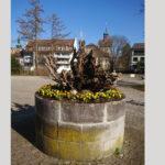 Osterbrunnen aus Wurzelzholz