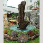 Springbrunnen mit Wasserspiel aus Eiche